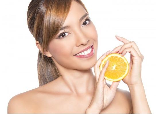 Tratamientos para el cuidado de la piel con ácido hialurónico y vitamina C