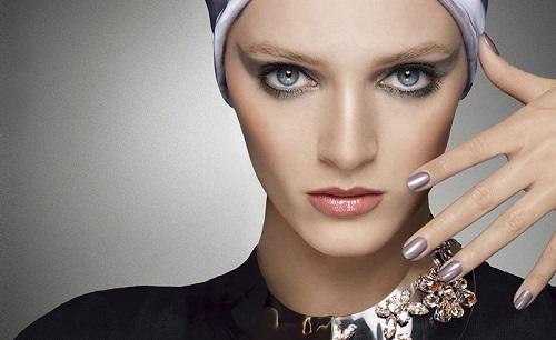 Larga vida al color. Intensifica tu mirada con las sombras de ojos Mystic Metallic Dior en tonos gris, verde y oro